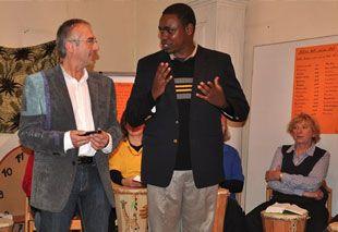 Diakon Kaaya aus Tansania erzählt in verschiedenen Gemeinden von seiner Arbeit, Teaching-Preaching-Programm