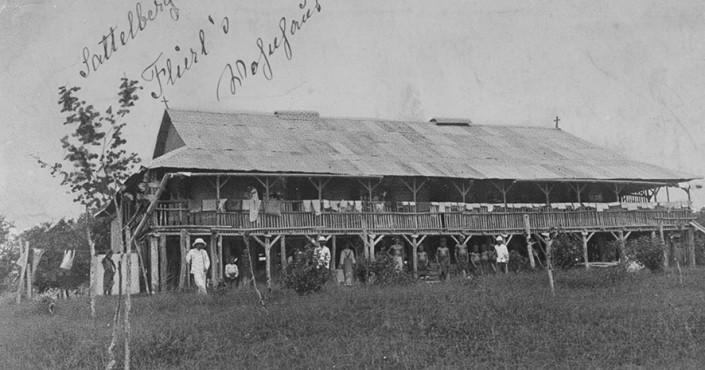 Flierl bei der Station Sattelberg (um 1900)