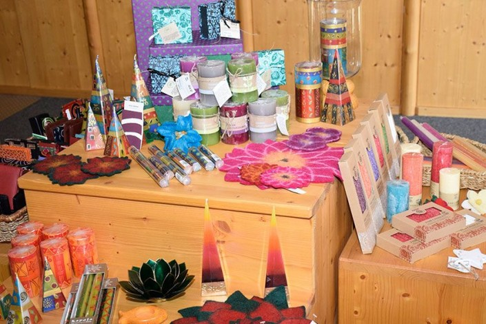 Aktion im Weltladen: Kerzen aus fairem Handel