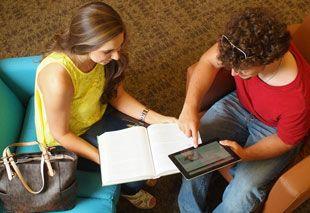 Studierende im Gespräch