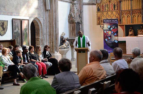 Mitarbeitende von Mission EineWelt predigen in Gemeinden in ganz Bayern