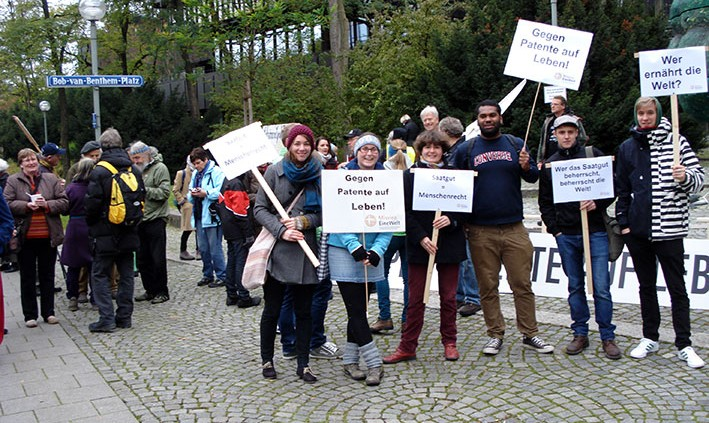 Demonstranten vor dem Europäischen Patentamt in München
