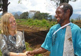 Gespräche mit Einheimischen auf einer Begegnungsreise