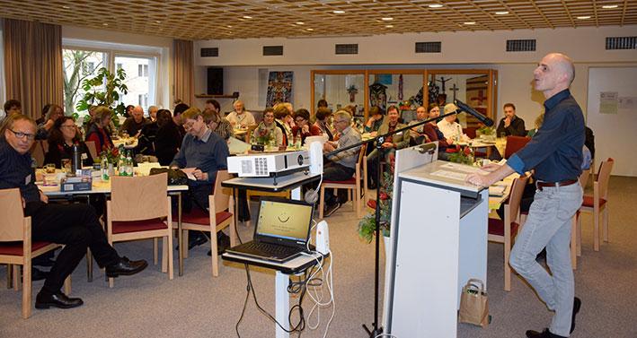 Pfarrer Arne Schnütgen moderierte durch die MIssions- und Partnerschaftskonferenz am Samstagnachmittag © Schlicker/MEW