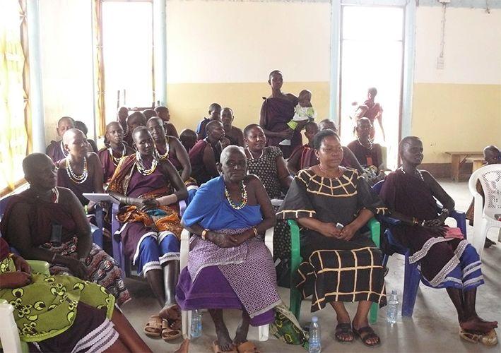 Aufklaerungsseminar über die Frauenbeschneidung in Tansania
