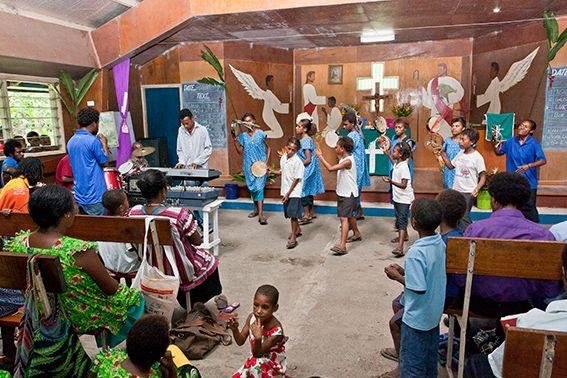 Gottesdienst mit Tanz und Musik in PNG