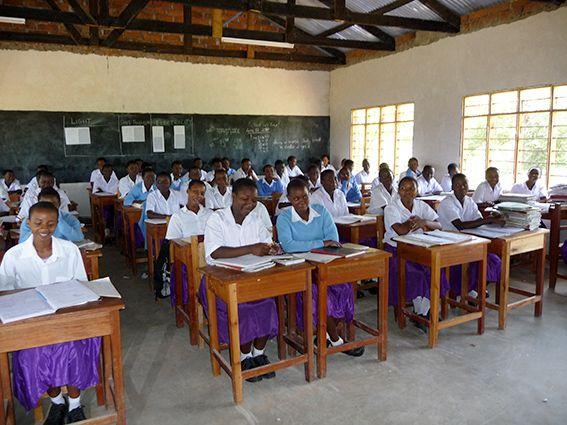 Ein Blick ins Klassenzimmer einer tansanischen Schule © MEW/Scheckenbach