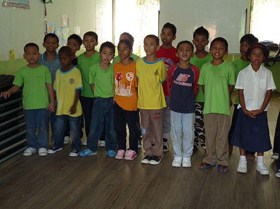 In der Schule der Orang Asli – Gruppenfoto © MEW/Paulsteiner