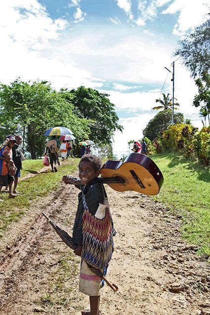 Mädchen mit Gitarre in PNG