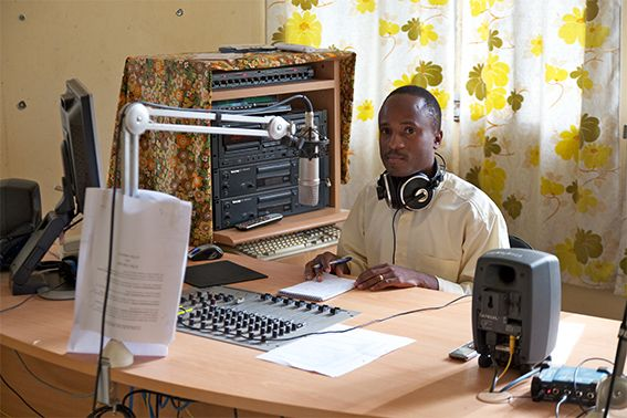 "Radio ""Voice of the Gospel"", Moderator des Radiosenders in Moshi"
