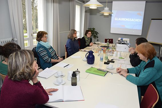 Romi Bencke im Gespräch 2016 © MEW\Neuschwander-Lutz