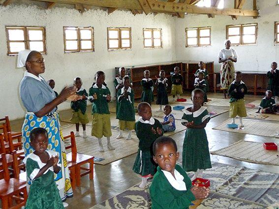 Die Kinder werden in der Schule unterrichtet © MEW/Scheckenbach