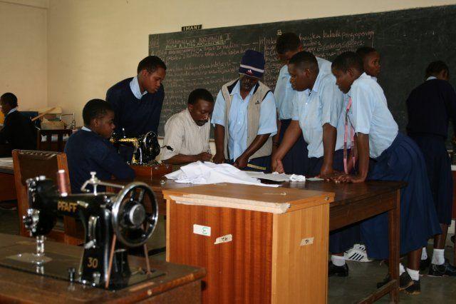 Ausbildung in der Schneiderei, URRC Tansania