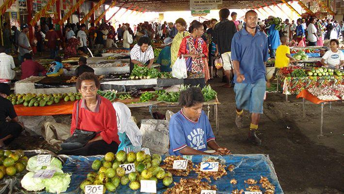 Auf dem Markt gibt es viel frisches Obst, PNG