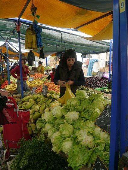 Frau am Marktstand, Chile