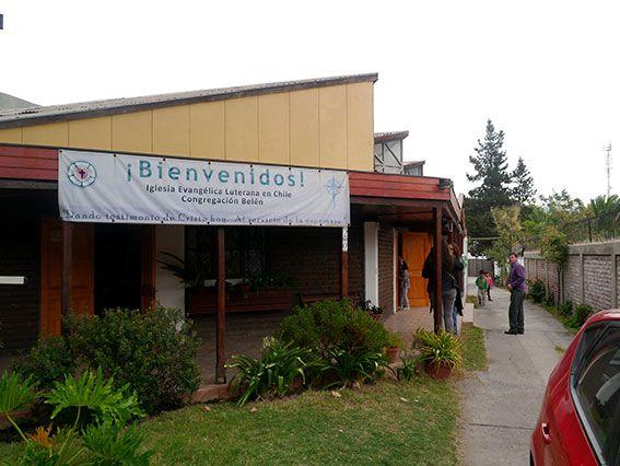 Willkommensbanner an der Kirche, Chile