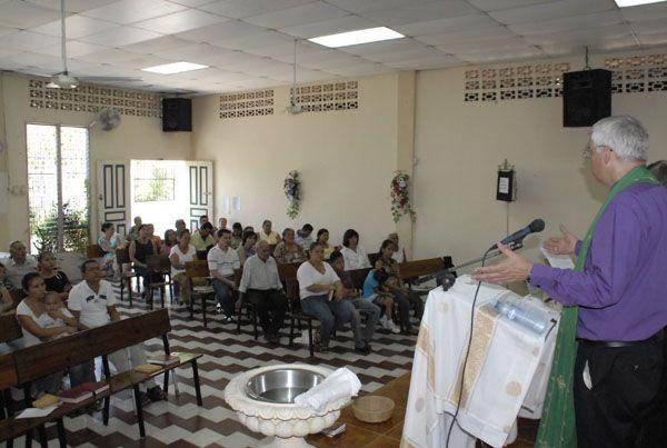 """Gottesdienst in der Kirche """"Zum Guten Hirten"""" in der Millionenmetropole San Pedro Sula, Honduras"""