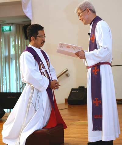 Einsetzung des neuen Bischofs Terry Kee 2009 © Martin Yee, LCS