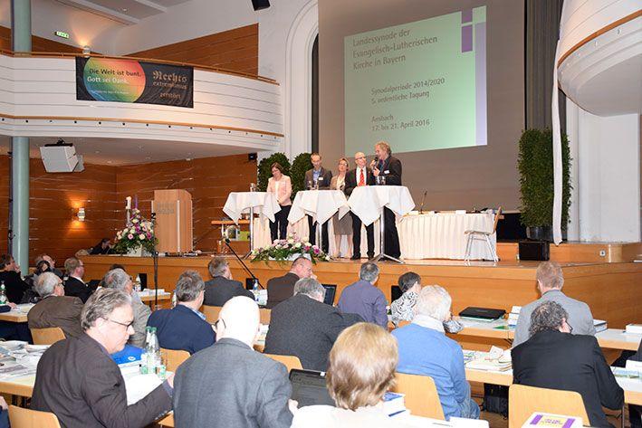 Diskussion mit Fachexperten über die Kirche im ländlichen Raum bei der Frühjahrssynode in Ansbach © MEW/Neuschwander-Lutz