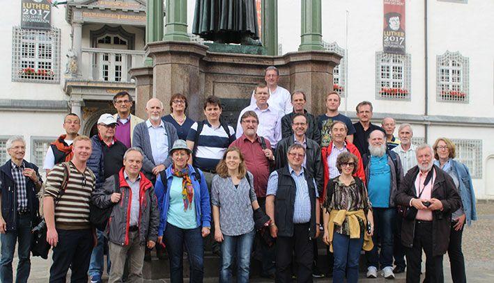 Die Teilnehmenden des brasilianischen-bayerischen Pastoralkolleg auf Luthertour
