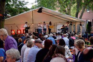 """Die Windsbacher Band """"Saturday"""" bei diesjährigen Open Air-Konzert von Mission EineWelt. © MEW/ Neuschwander-Lutz"""