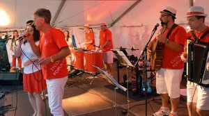 """Aus Brasilien war """"Banda Brasiliera Escola Popular"""" nach Neuendettelsau gekommen. Die Band wird noch weitere Auftritte in Bayern haben. © MEW/ Neuschwander-Lutz"""