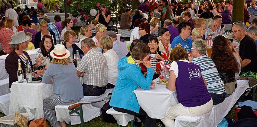 """Mehr als 400 Gäste kamen zur ersten """"Lila Nacht"""" von Mission EineWelt. © MEW/Neuschwander-Lutz"""