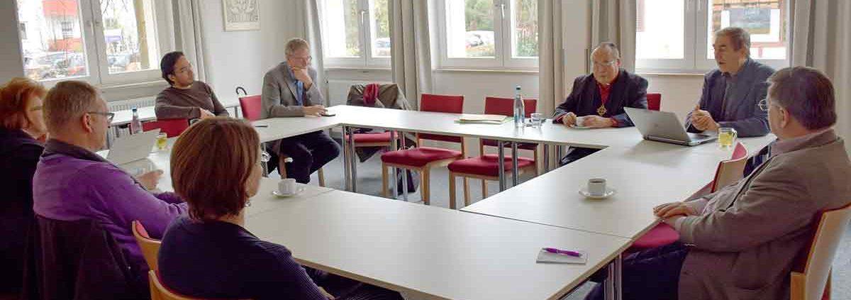 Gesprächsrunde mit Bischof Medardo Gomez in Neuendettelsau. © MEW/Neuschwander-Lutz