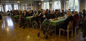 Rund 130 Gäste bei der Feier zum 90. Geburtstag von Pfarrer Horst Becker. © MEW/Neuschwander-Lutz