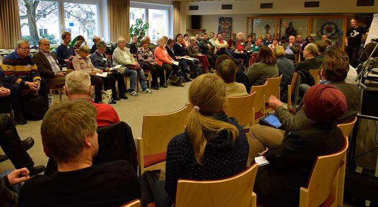 Rund 80 Beauftragte und Pfarrer/innen waren in diesem Jahr bei der Tagung in Neuendettelsau, bei der es in erster Linie um Fragen der Partnerschaft ging. © MEW/Neuschwander-Lutz