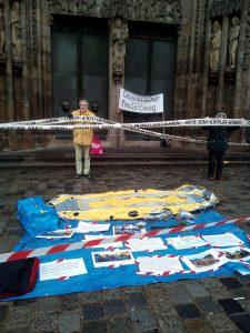 """Installation zum Thema """"Rüstungsexporte - Fluchtursachen"""" vor St. Lorenz © Mission EineWelt"""