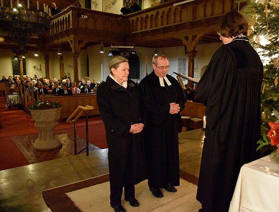 Manfred und Gerlind Scheckenbach wurden im Gottesdienst von Pfarrerin Gabriele Hoerschelmann, Direktorin von Mission EineWelt, in den Ruhestand verabschiedet. ©MEW/Neuschwander-Lutz