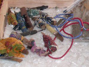 Messer, die in Ostafrika zur weiblichen Genitalverstümmelung benutzt wurden. © Michael Rückl, 2004, wikipedia, CC BY-SA 3.0