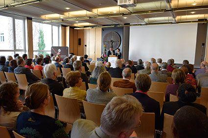Zum Jahresempfang begrüßte das Direktoren-Ehepaar Dr. Gabriele und Hanns Hoerschelmann die rund 170 Gäste in Nürnberg. © MEW/Neuschwander-Lutz