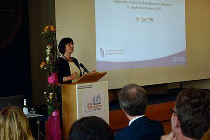 Regionalbischöfin Elisabeth Hann von Weyhern bei ihrem Grußwort im Caritas-Pirkheimer-Haus. ©MEW/Neuschwander-Lutz