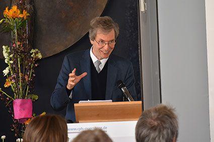 Professor Dietrich Werner rief zu stärkerer Zusammenarbeit in den Bereichen Mission und Entwicklung auf. ©MEW/Schlicker