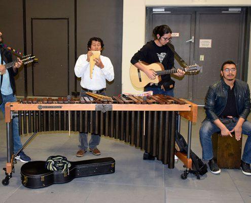 """Die Band """"Tohil"""" aus El Salvador gab spontan Konzerte am """"Markt der Möglichkeiten"""" © Schlicker/MEW"""