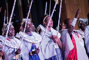 Eindrucksvoll: ein Massai-Chor in Aktion (Foto: Albin Hillert WCC)