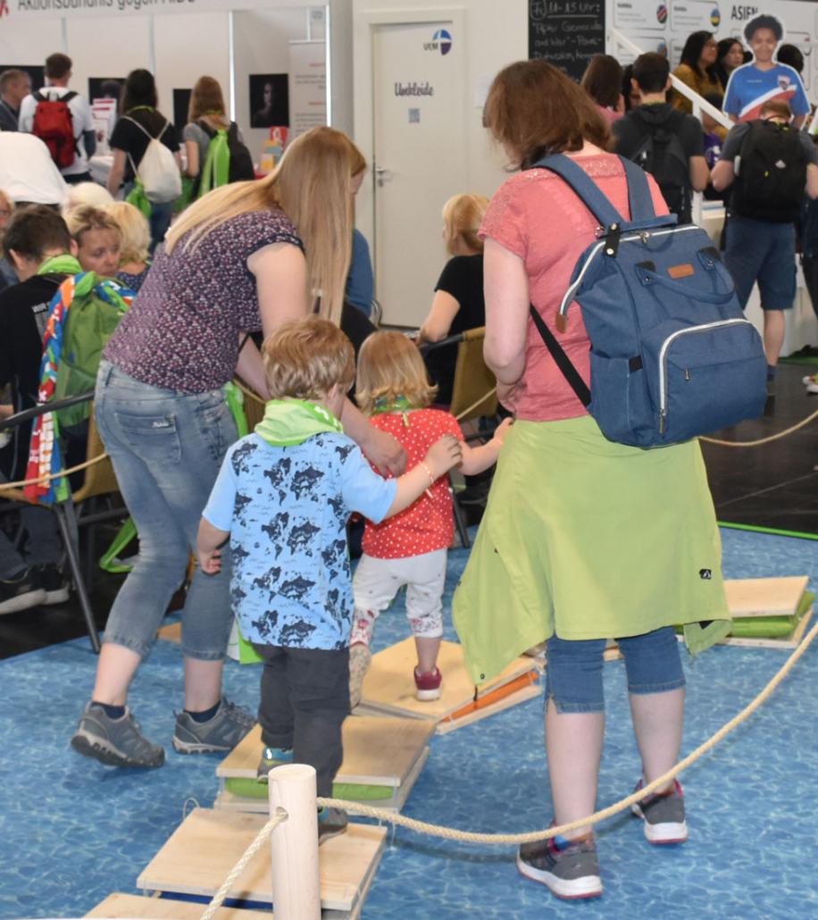 Kleine und große Besucherinnen und Besucher hatten viel Spaß am StandKleine und große Besucherinnen und Besucher hatten viel Spaß am Stand