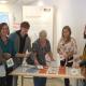 """Zur Ausstellung """"Wasser für alle"""" im Caritas Pirckheimer Haus werden Workshops für Schulkassen angeboten, die WorkshopleiterInnen haben sich bei einer Schulung gut vorbereitet (Foto: Helga Riedl, Menschenrechtsbüro Nürnberg)"""